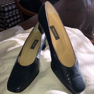 Bally size 9.5 navy real leather pumps